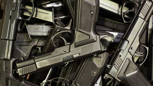 Dificuldade de rastreamento afeta metade do arsenal de armas no Brasil
