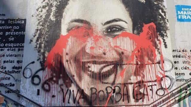 Escadão Marielle Franco, em SP, também foi manchado de tinta vermelha