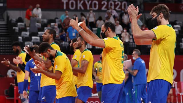 Brasil supera França em jogão com set 'interminável' e fica em 2º no vôlei
