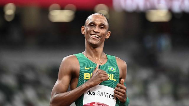 Alison dos Santos garante vaga na final dos 400 metros com barreiras em Tóquio