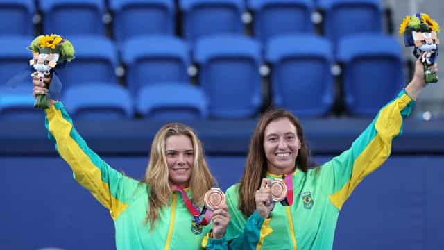 Luisa Stefani destaca emoções após receber a medalha de bronze do tênis em Tóquio