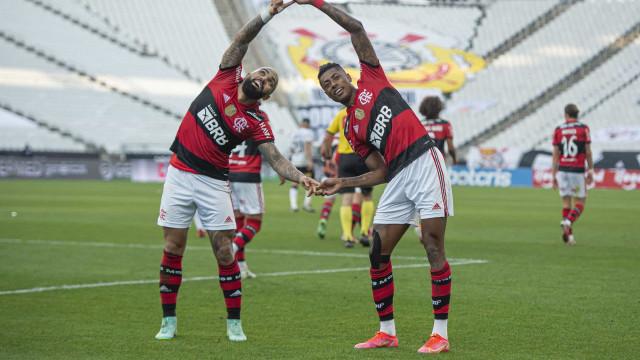 Corinthians é atropelado pelo Flamengo no 1º tempo e sofre outra derrota em casa