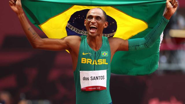 Alison dos Santos faz história com bronze nos 400m com barreira em Tóquio