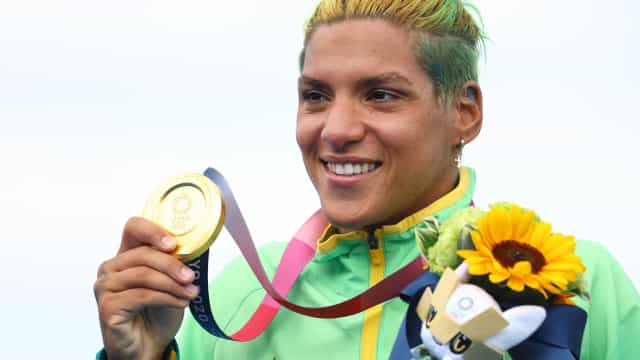 Ana Marcela Cunha leva a melhor e garante ouro na maratona aquática
