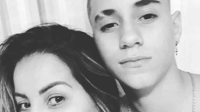 'Estou desolada', diz cantora sobre morte do filho adolescente