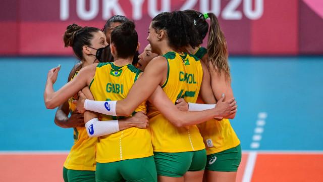 Brasil bate russas de virada e avança à semifinal do vôlei feminino em Tóquio