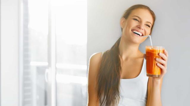 Quer emagrecer? Beba este suco natural de cenoura, laranja e limão