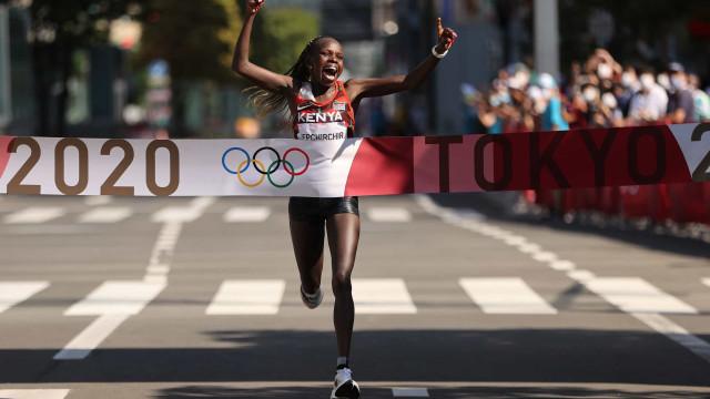 Quenianas confirmam favoritismo e levam ouro e prata na maratona na Olimpíada
