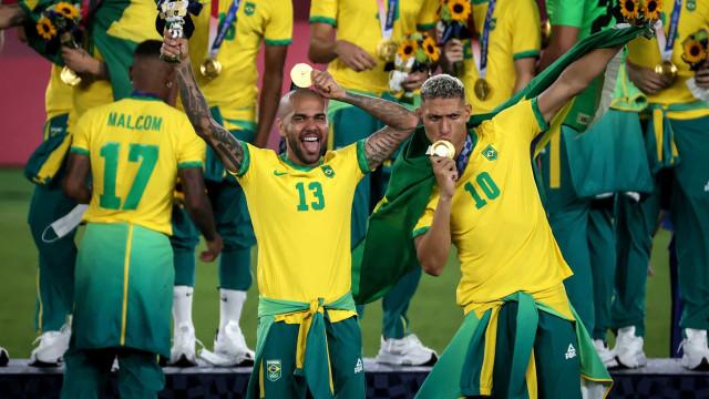 'É um momento indescritível', diz Daniel Alves após a conquista do ouro olímpico