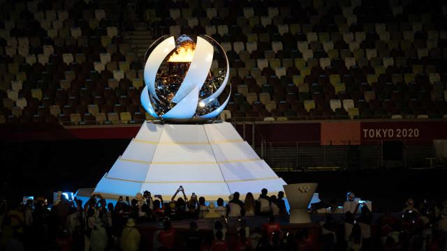Pira olímpica é apagada na cerimônia de encerramento de Tóquio-2020