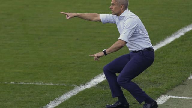 Sylvinho justifica falta de vitórias do Corinthians: 'Fase de construção'