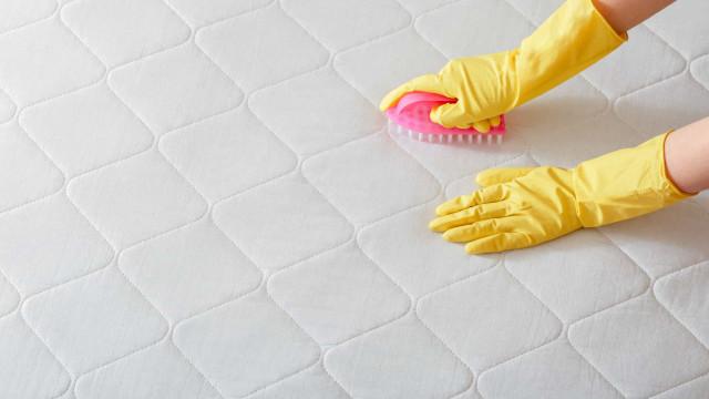 Aprenda a limpar seu colchão em casa para mantê-lo livre de ácaros