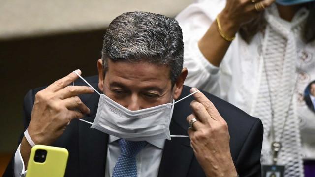 Espero que Bolsonaro reconheça derrota da PEC do voto impresso, diz Lira