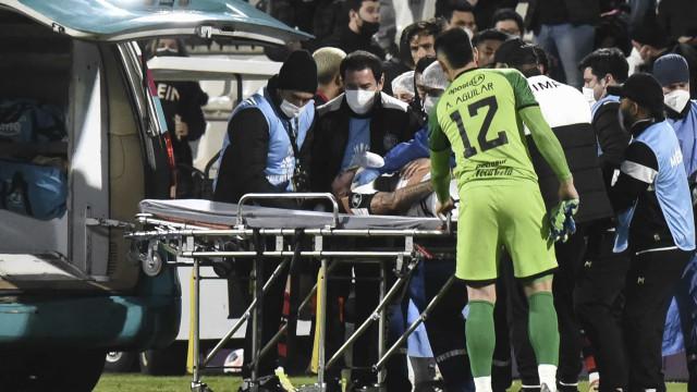 Víctor Salazar, do Olimpia, sofre traumatismo craniano após lance com Arrascaeta