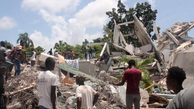 Tempestade afeta resgate de vítimas de terremoto no Haiti, que já conta 1.941 mortos