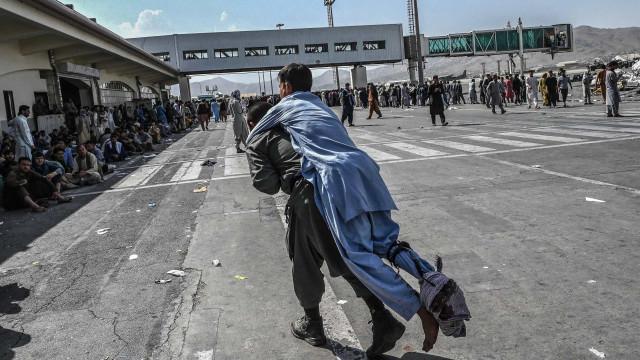 Pentágono confirma explosão no aeroporto de Cabul