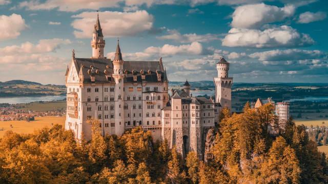 Um rei louco e mistérios: a história por trás do castelo da Disney