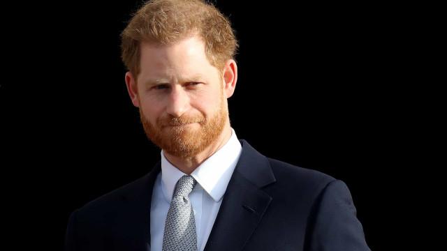 Príncipe Harry irá se pronunciar sobre boatos de não ser filho de Charles