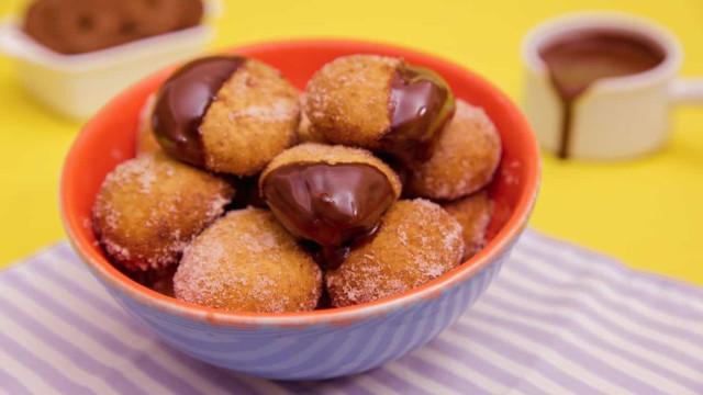 Receita:  Bolinho de Chuva de Biscoito com Creme de Avelã