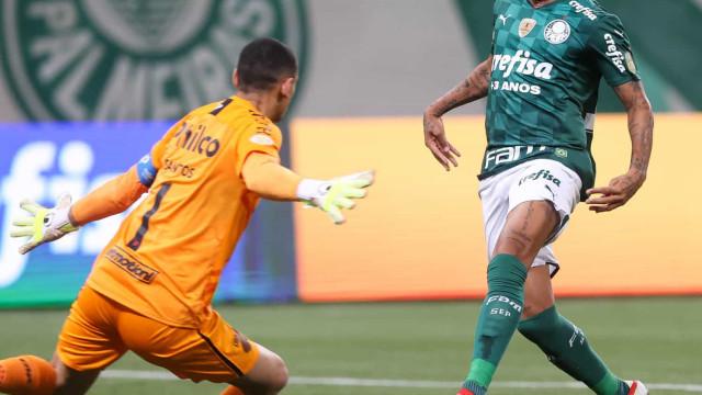 Danilo participa integralmente de treino e pode ser relacionado no Palmeiras