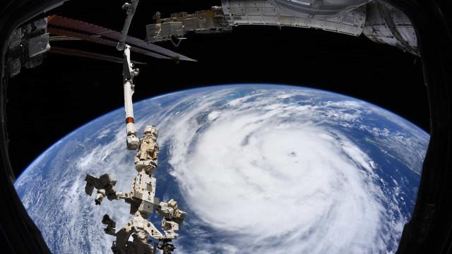 A violência do furacão Ida vista do Espaço