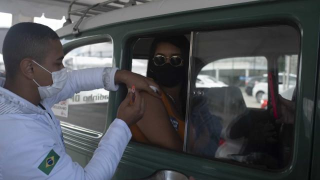 Covid-19: Rio atinge 82,8% da população com primeira dose de vacina
