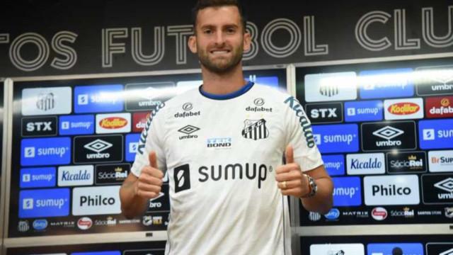 Léo Baptistão diz que Diniz pesou em decisão de acertar com o Santos