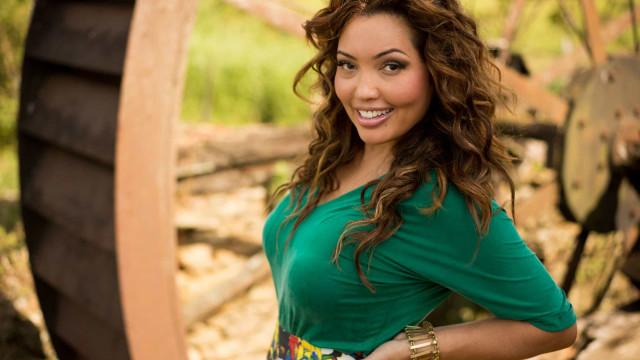 Saiba quem é Karinah, cantora de pagode que comprou a mansão de Xuxa