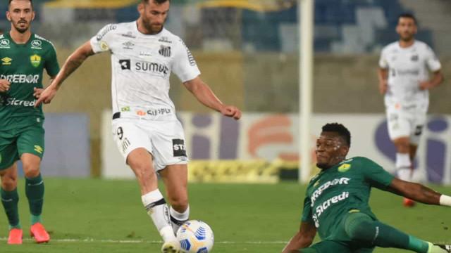 Santos perde para o Cuiabá no Brasileiro e completa mês para esquecer em 2021