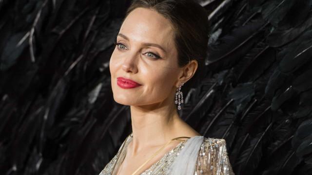 """Angelina Jolie fala sobre separação de Brad Pitt: """"Traumático"""""""