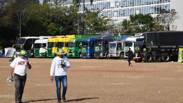 Manifestação pró-governo em Brasília fracassa com baixa adesão