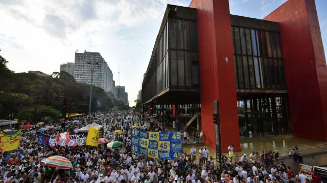Protesto em Brasília teve como principal bandeira impeachment de Bolsonaro