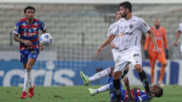 Atlético-MG acorda após intervalo, vence Fortaleza e amplia vantagem na liderança