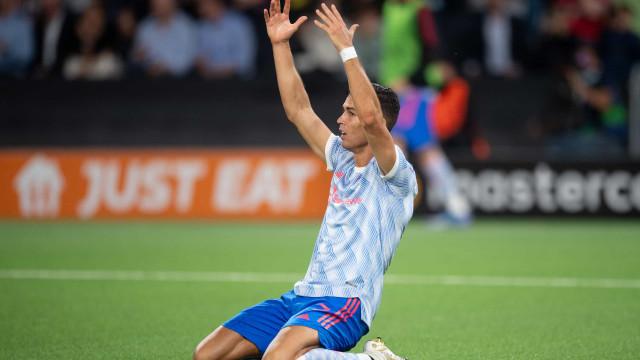 Cristiano Ronaldo bate recorde e faz gol, mas Manchester United perde na estreia