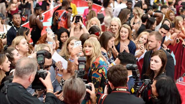 Por que as pessoas querem ser famosas? Descubra!