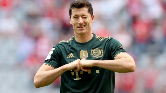 Lewandowski marca pelo 19° jogo seguido, Bayern goleia o Bochum e lidera o Alemão