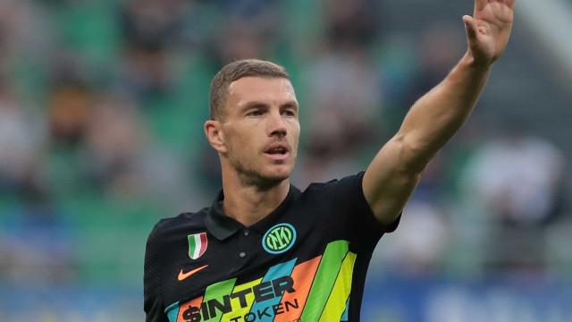 Dzeko faz 2, Inter arrasa o Bologna e mostra que segue forte após saída de Lukaku
