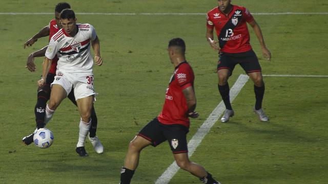 São Paulo alivia pressão e respira no Brasileirão com vitória sobre Atlético-GO