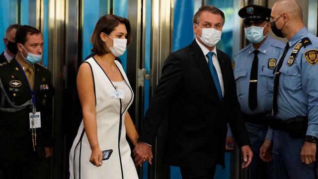 Usando máscara, Bolsonaro chega à sede da ONU, onde fará discurso de abertura