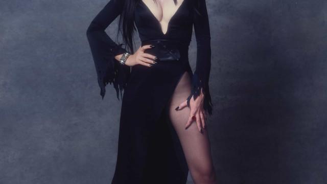 Cassandra Peterson, a Elvira de 'Rainha das Trevas', conta namorar outra mulher