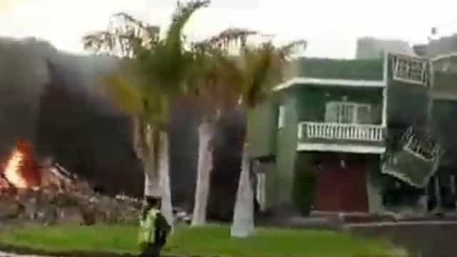 Vídeo impressionante mostra lava engolindo casa em Todoque