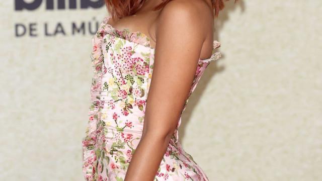 Billboard Latin Music Awards. Anitta aparece ruiva no tapete vermelho