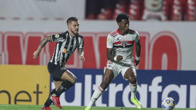 Em jogo morno no Morumbi, São Paulo e Atlético empatam sem gols