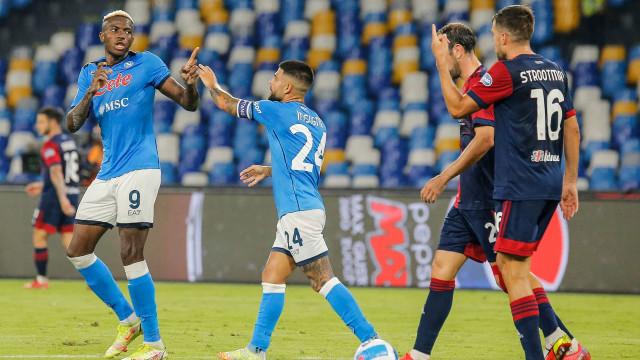 Napoli ganha do Cagliari por 2 a 0, segue com 100% e retoma liderança do Italiano