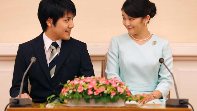 Princesa do Japão se casa com plebeu e sai oficialmente da família real