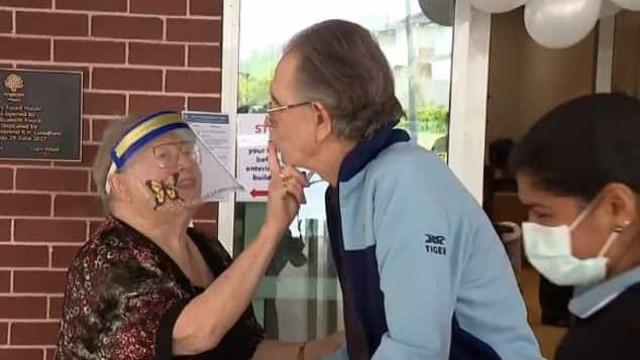 Idosos casados há 60 anos se reencontram após quatro meses confinados
