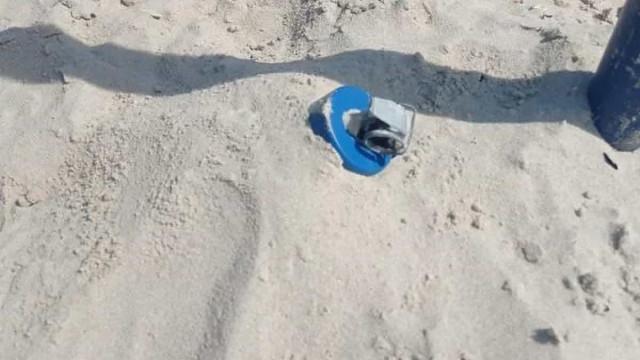 Artefato explosivo é achado na areia da praia de Copacabana, no Rio