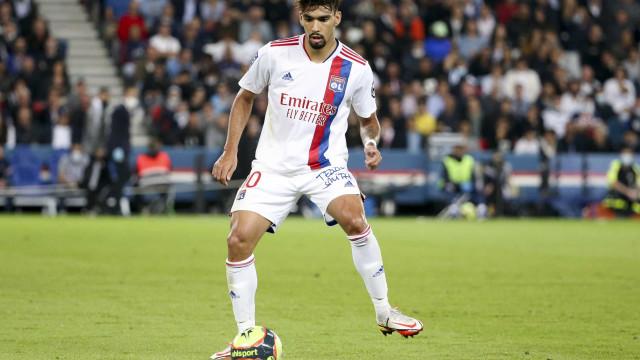 Com passe de trivela, Paquetá muda o jogo e Lyon derrota Monaco no Francês