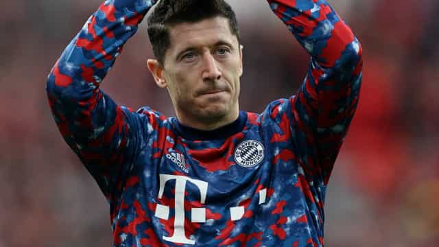 Bayern faz cinco no 1º tempo, massacra Leverkusen e volta à liderança do Alemão
