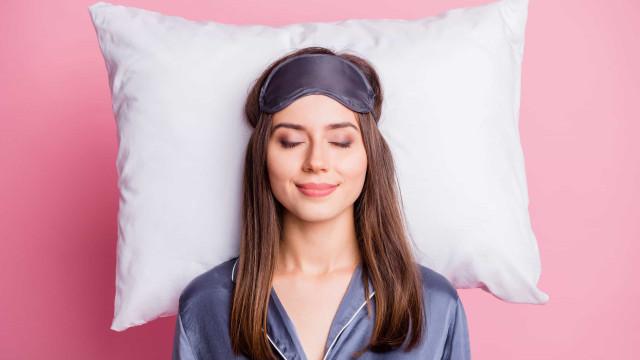 Existe uma posição ideal para dormir? Os prós (e contras) de cada uma